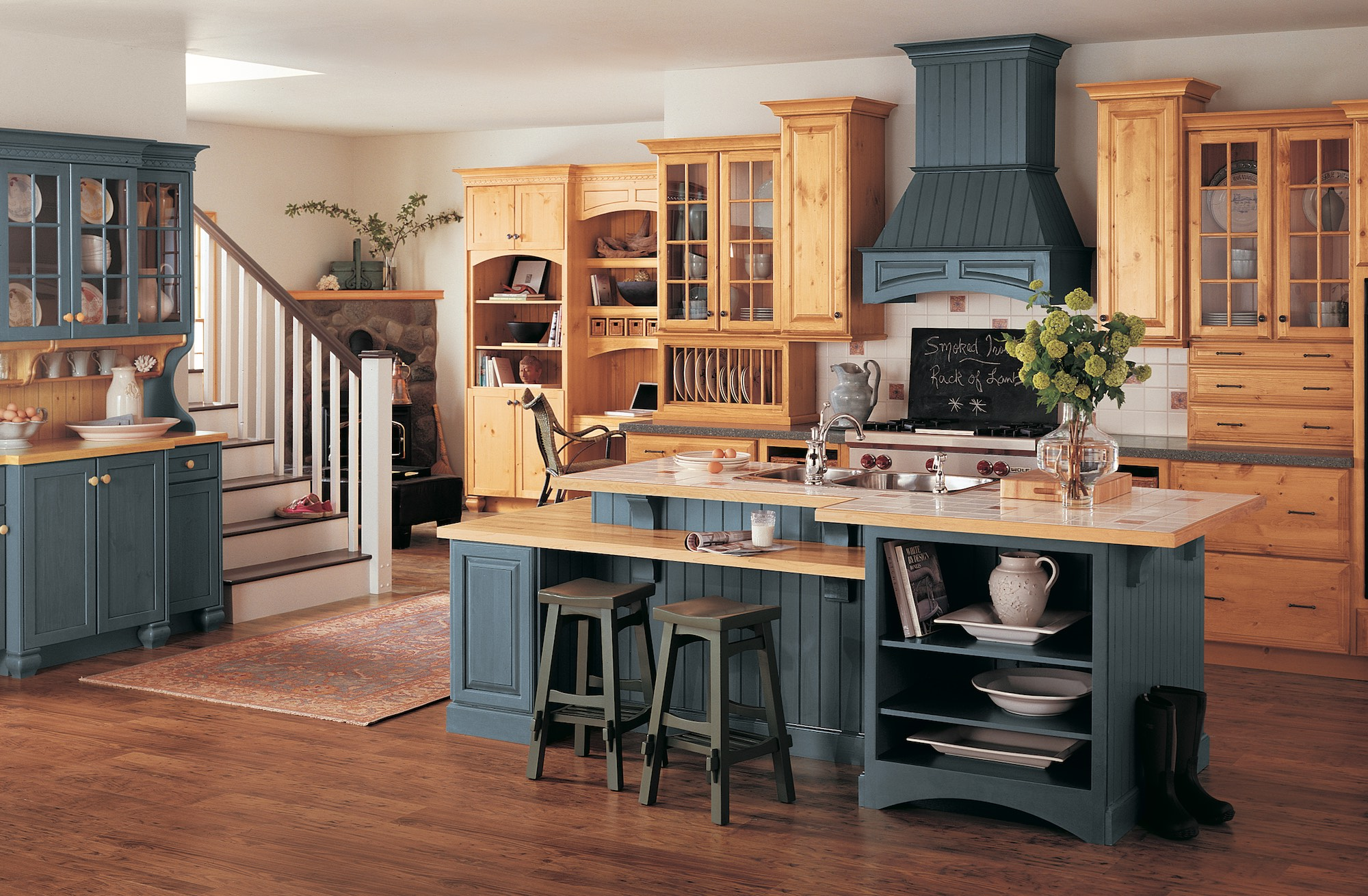 Rolands Custom Cabinets